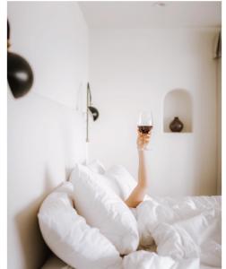 organic wine influencers Courtney Kardashian